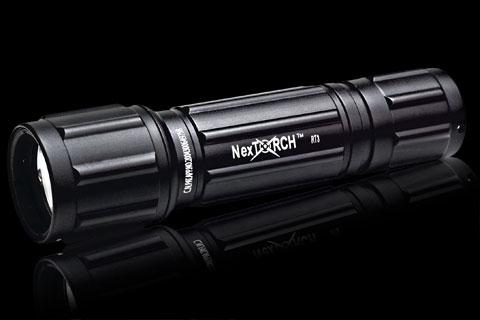 Тактический подствольный фонарь Nextorch RT3.  В фонарь встроена схема защиты от полной разрядки батарей.